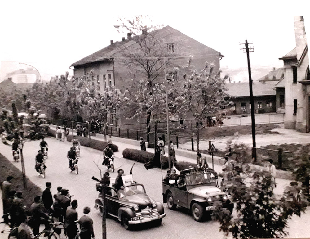 Mimohod ispred Klostera