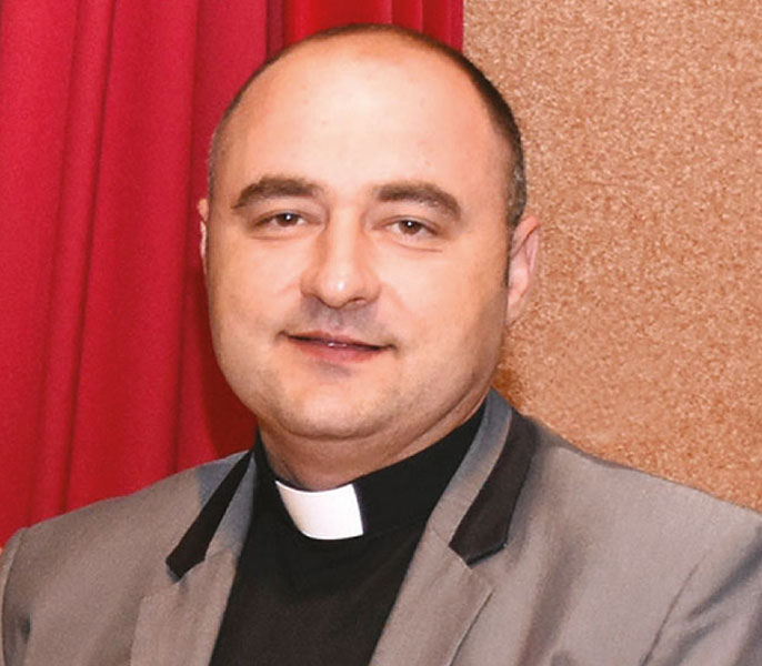 Ravnatelj Centra don Rosic